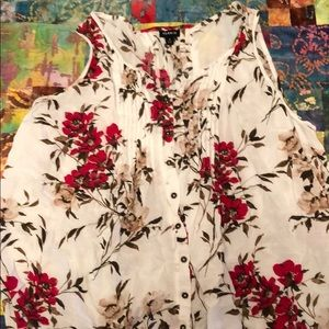 Linen sleeveless blouse with floral print